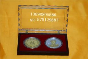 庆典纯金银纪念币图片
