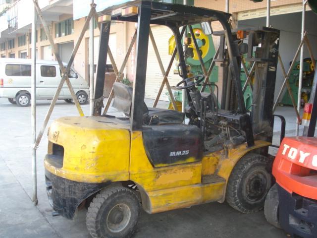 供应专业货仓二手叉车、出售二手叉车、二手柴油叉车