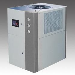 风冷箱型工业冷水机组维修保养图片