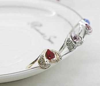 时尚热销产品低价供应精美新款合金戒指女士最爱镶钻戒指批发