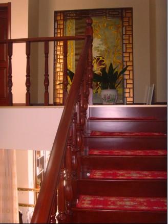 东营纯实木楼梯图片