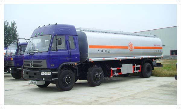 供应东风小三轴油罐车