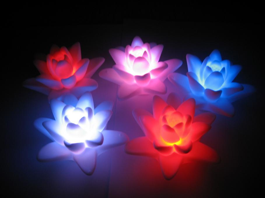 供应七彩荷花灯,水上装饰,LED荷花小夜灯,节庆礼品批发