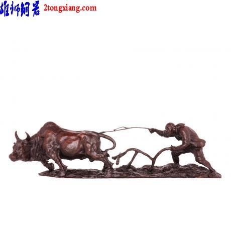 铜像工艺品-动物铜像厂-铜春耕牛图片
