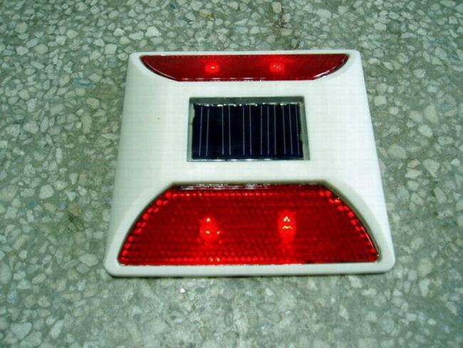 供应LED太阳能路钉,LED太阳能道钉,太阳能道钉