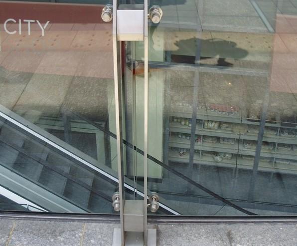 不锈钢栏杆玻璃连接; 供应不锈钢栏杆扶手; 供应不锈钢玻璃护栏