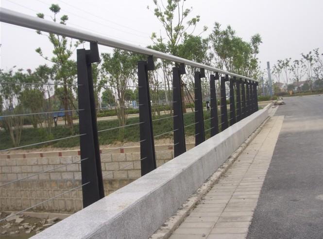 供应不锈钢烤漆护河栏杆图片