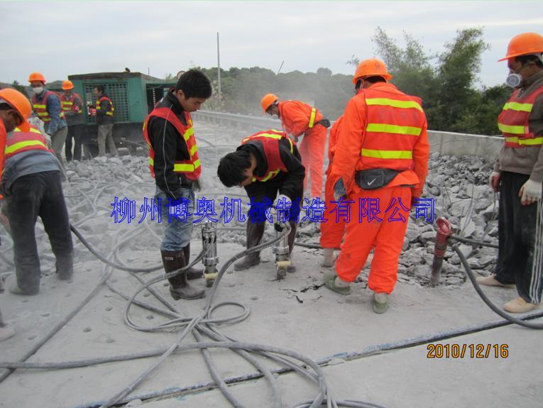 液压劈裂机PK破碎锤在矿山开采中的施工与应用