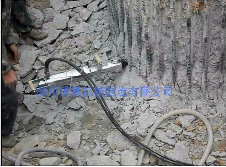 破拆钢筋混凝土桩,柳州博奥达液压分裂机