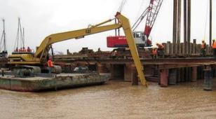 水陆双用挖掘机加长臂20米卡特图片
