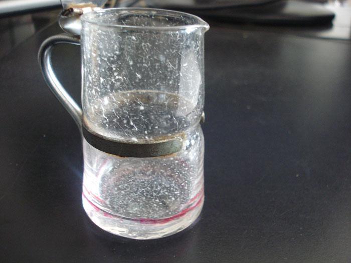 专业生产各种吹制产品高脚杯工艺品玻璃瓶瓶盖