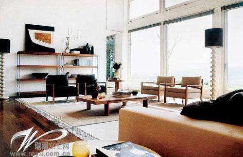 【深色木质家具打造高雅客厅】