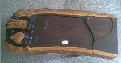 红木茶盘的面板,为了保护漆膜不被划伤