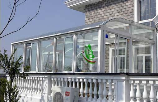 阳光房根据各种需要,提供钢化,夹胶,中空等各类特种玻璃屋面