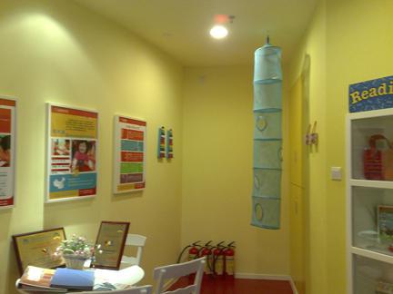 绘画展示墙面设计图片
