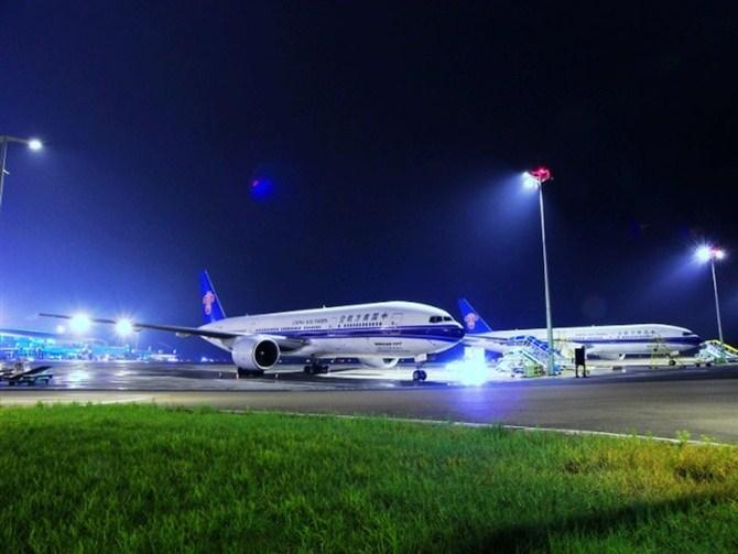 济南火车站去济南飞机场的大巴最早是几点的?
