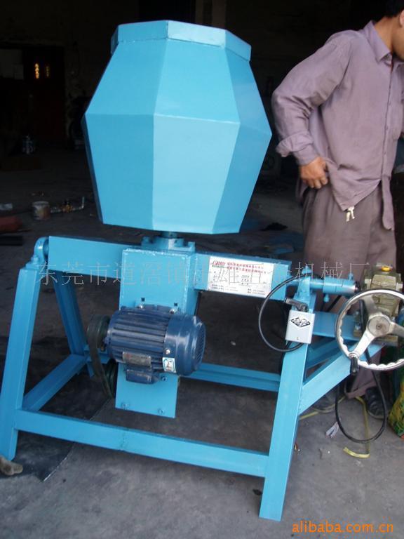 它的工作原理是:滚桶中的产品零件与研磨抛光材料