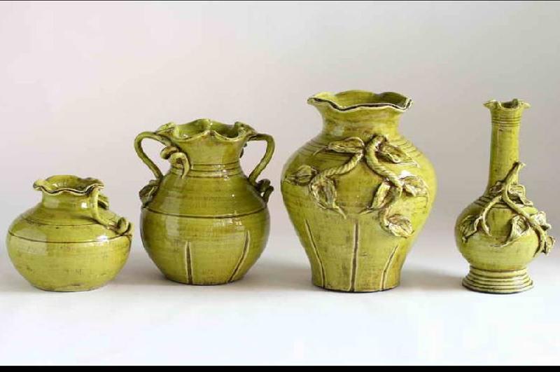 为主的欧式古典花纹和纹理,有的产品的造型则源自法国宫廷用的瓶子.
